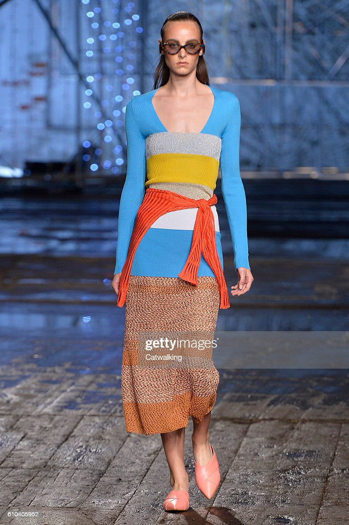 model-walks-the-runway-at-the-missoni-spring-summer-2017-fashion-show-picture-id610405952