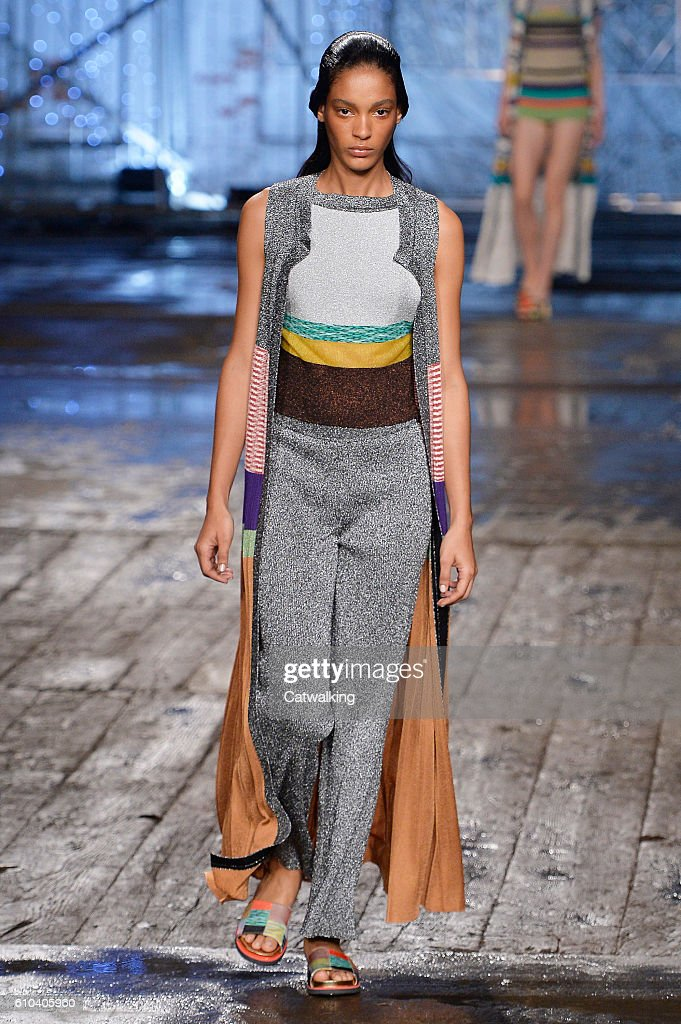 model-walks-the-runway-at-the-missoni-spring-summer-2017-fashion-show-picture-id610405960
