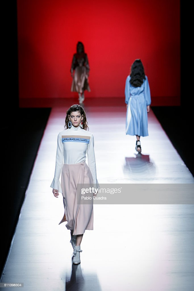 A model walks the runway at the Moises Nieto show during the MercedesBenz Madrid Fashion Week Autumn/Winter 2016/2017 at Ifema on February 20 2016 in...