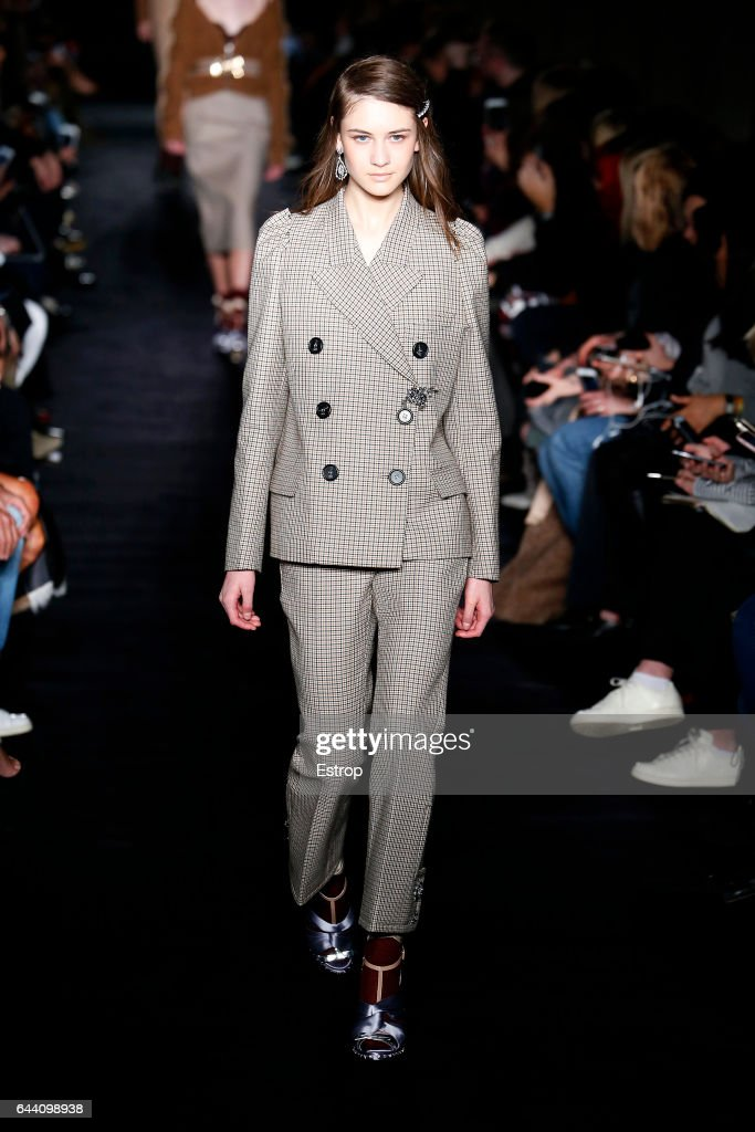 model-walks-the-runway-at-the-n21-designed-by-alessandro-dellacqua-picture-id644098938