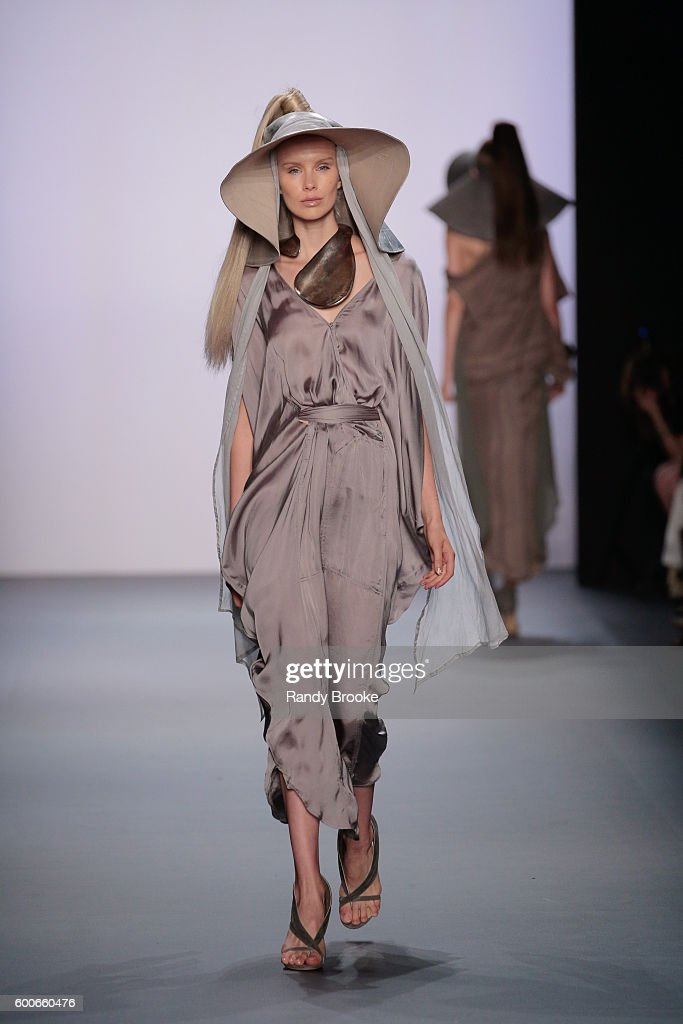 model-walks-the-runway-at-the-nicholas-k-spring-2017-new-york-fashion-picture-id600660476