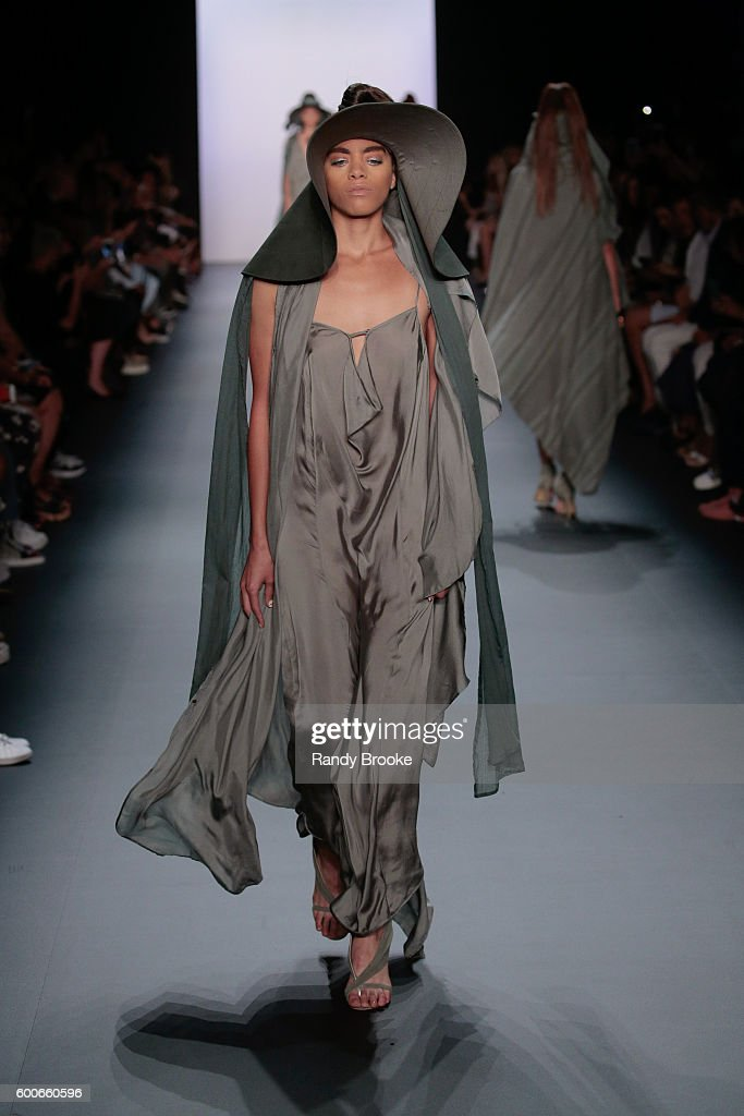 model-walks-the-runway-at-the-nicholas-k-spring-2017-new-york-fashion-picture-id600660596