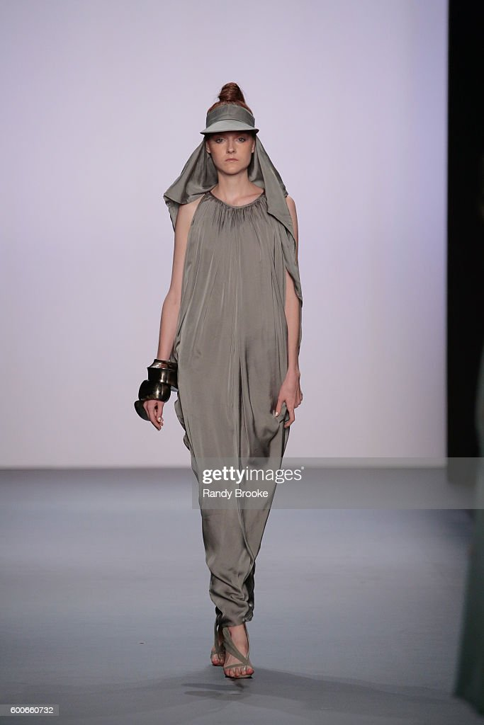 model-walks-the-runway-at-the-nicholas-k-spring-2017-new-york-fashion-picture-id600660732