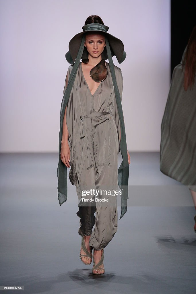 model-walks-the-runway-at-the-nicholas-k-spring-2017-new-york-fashion-picture-id600660764