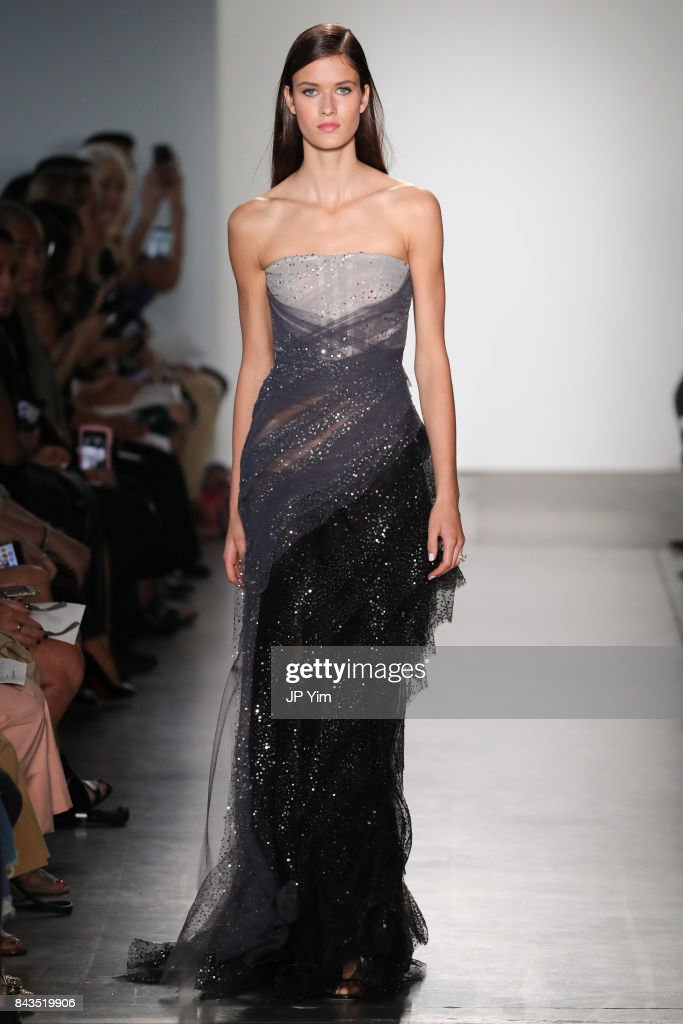 model-walks-the-runway-at-the-pamella-roland-spring-2018-collection-picture-id843519906