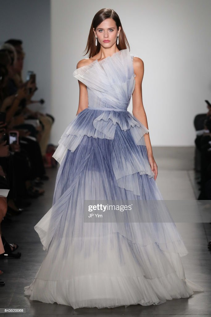 model-walks-the-runway-at-the-pamella-roland-spring-2018-collection-picture-id843520068