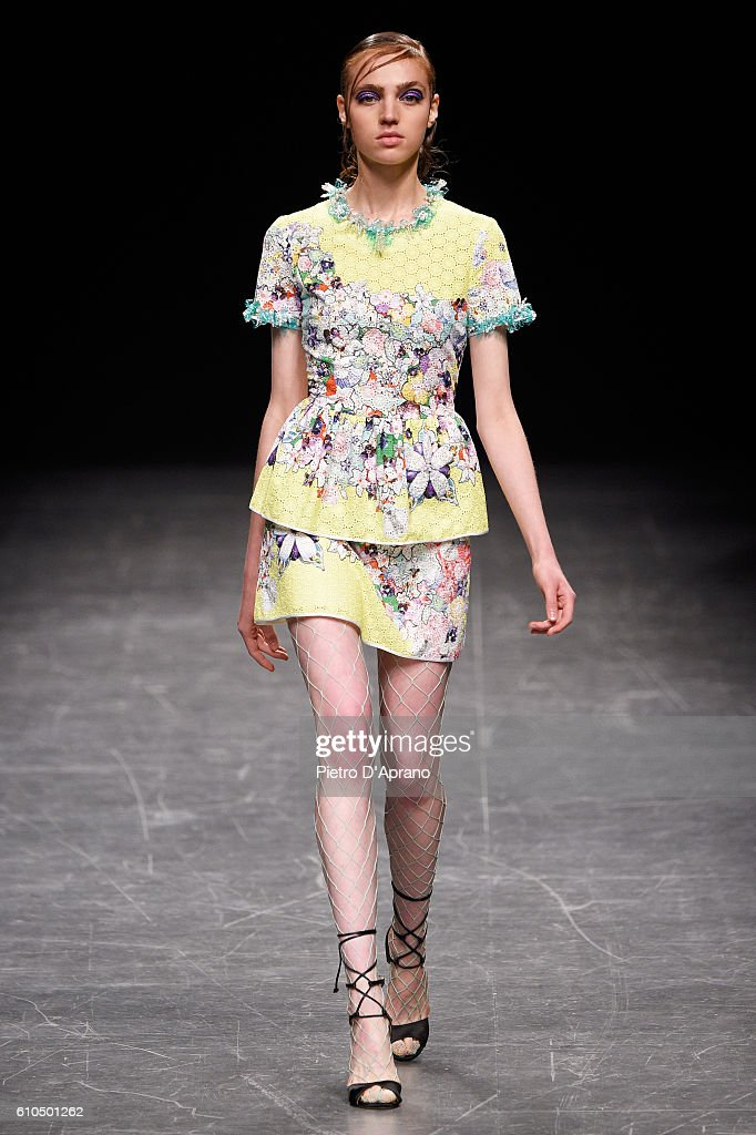 model-walks-the-runway-at-the-piccionepiccione-show-during-milan-picture-id610501262