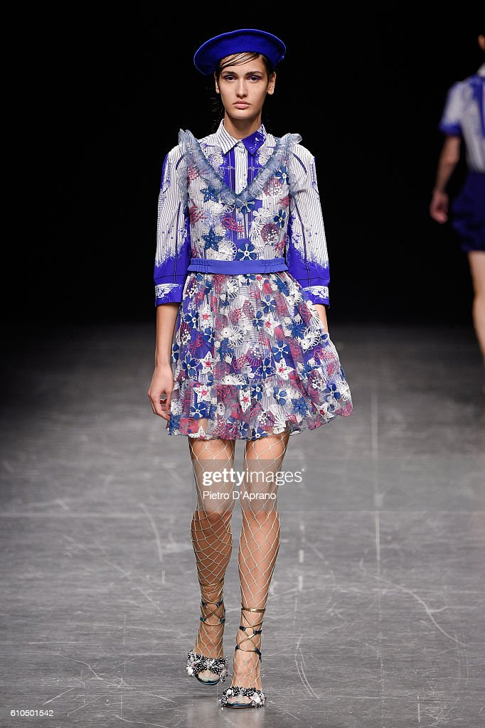 model-walks-the-runway-at-the-piccionepiccione-show-during-milan-picture-id610501542