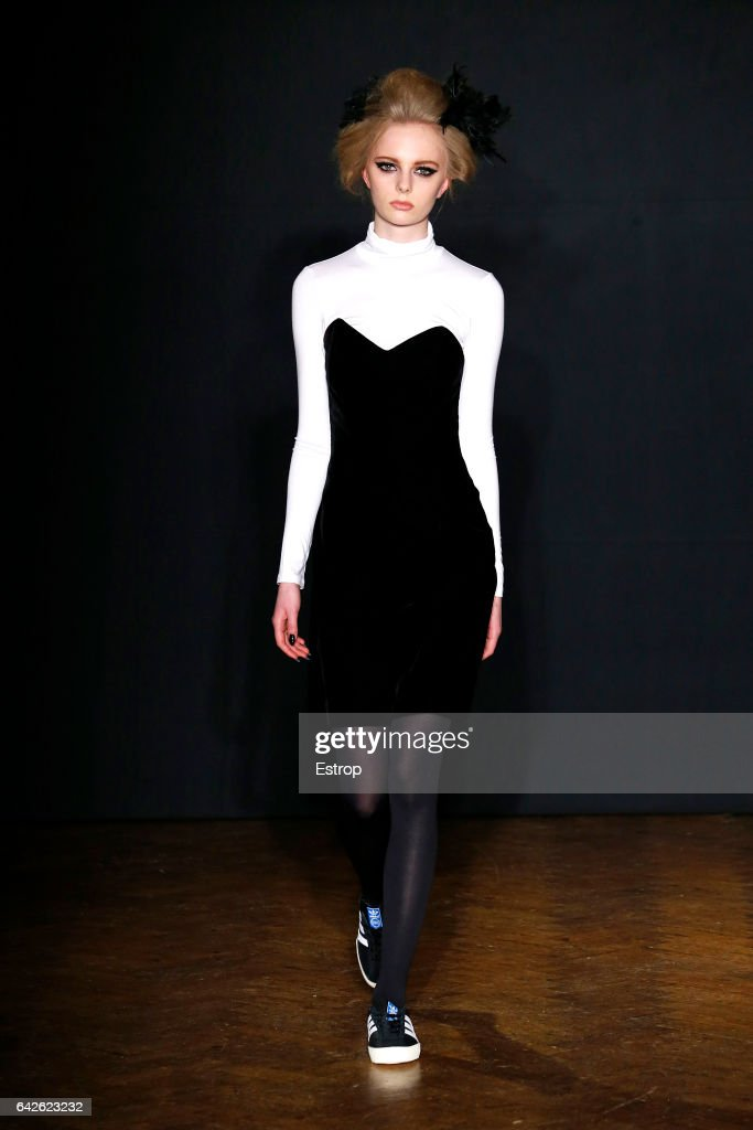 model-walks-the-runway-at-the-ppq-designed-by-amy-molyneaux-percy-picture-id642623232