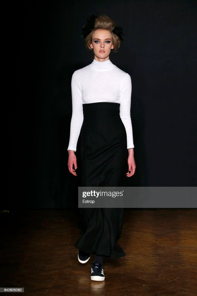 model-walks-the-runway-at-the-ppq-designed-by-amy-molyneaux-percy-picture-id642625282