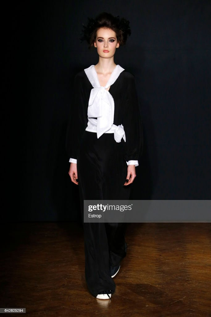 model-walks-the-runway-at-the-ppq-designed-by-amy-molyneaux-percy-picture-id642625294
