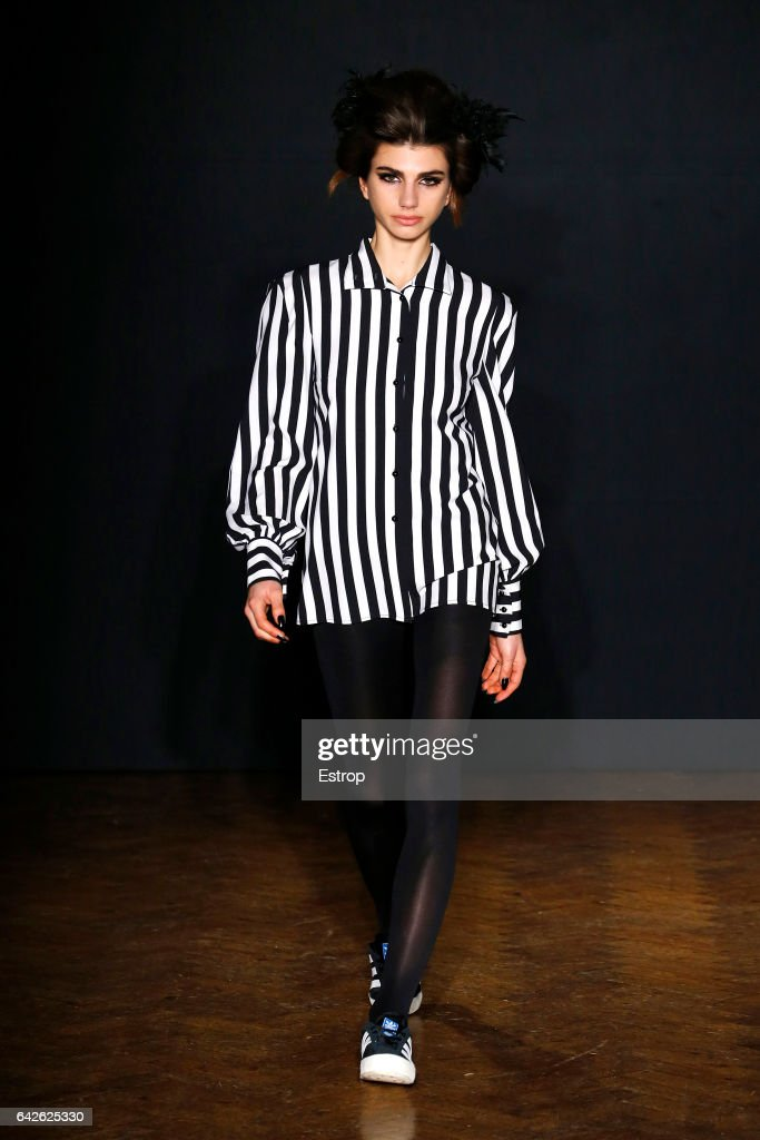 model-walks-the-runway-at-the-ppq-designed-by-amy-molyneaux-percy-picture-id642625330