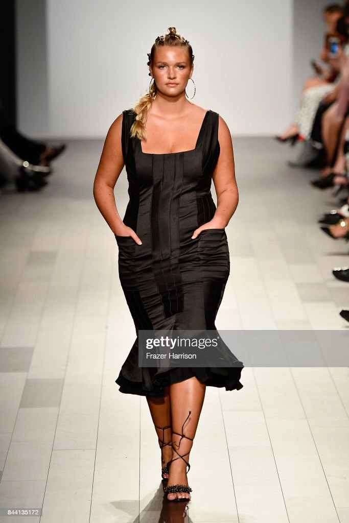 model-walks-the-runway-at-the-project-runway-fashion-show-during-new-picture-id844135172