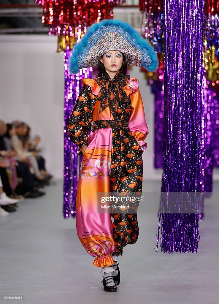 model-walks-the-runway-at-the-ryan-lo-show-during-london-fashion-week-picture-id606084054