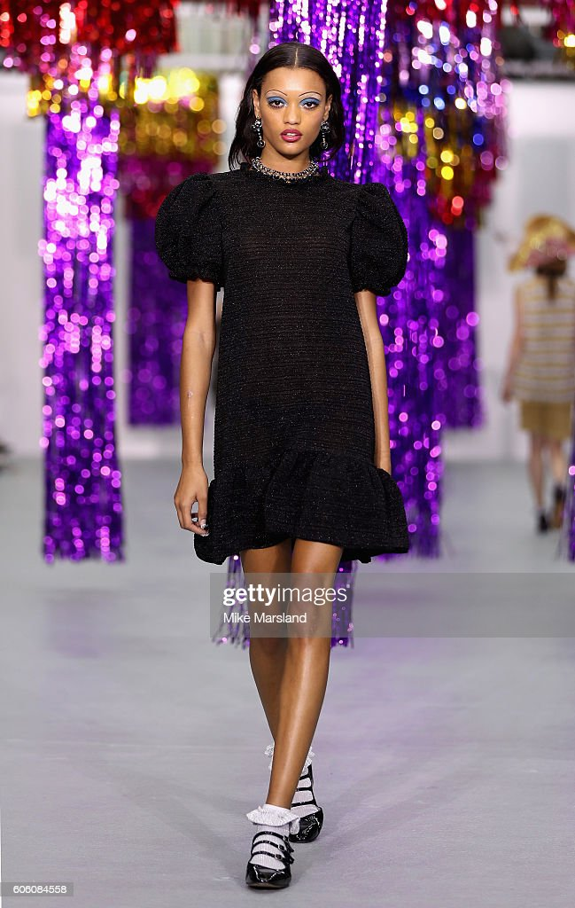model-walks-the-runway-at-the-ryan-lo-show-during-london-fashion-week-picture-id606084558
