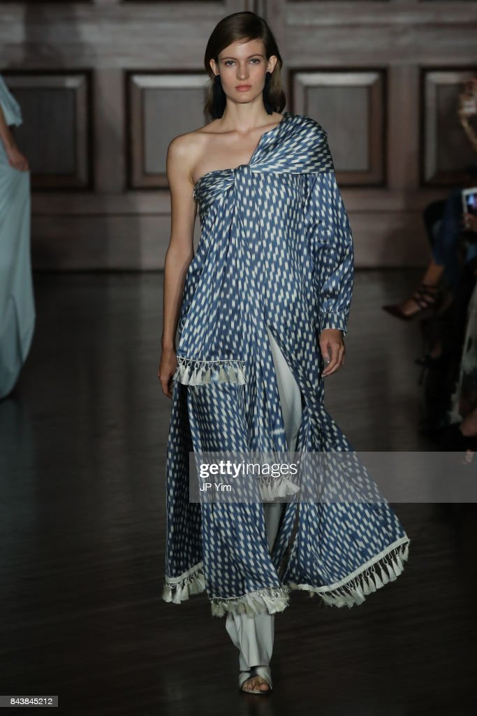 model-walks-the-runway-at-the-sachin-babi-ss2018-collection-during-picture-id843845212
