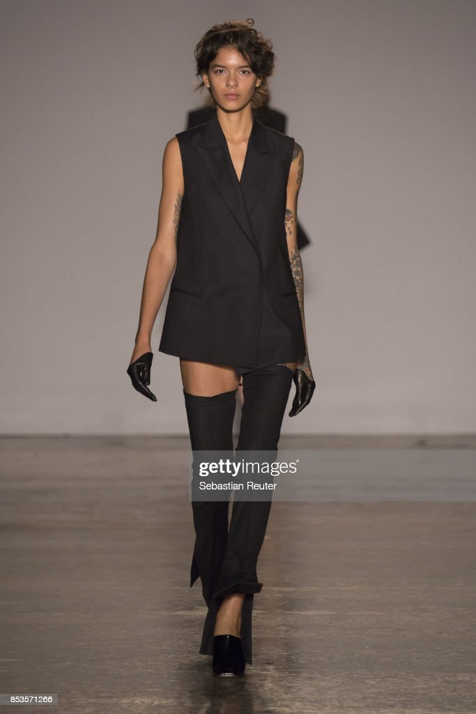 model-walks-the-runway-at-the-ssheena-show-during-milan-fashion-week-picture-id853571266