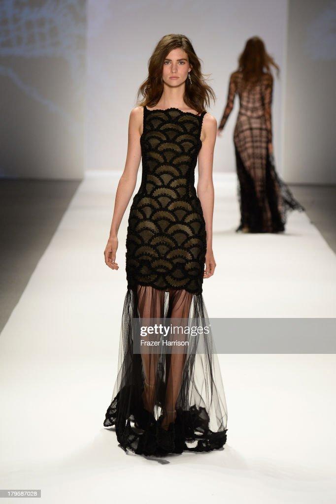 Tadashi shoji runway mercedes benz fashion week spring for Mercedes benz fashion show