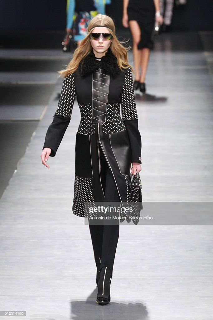 Versace - Runway
