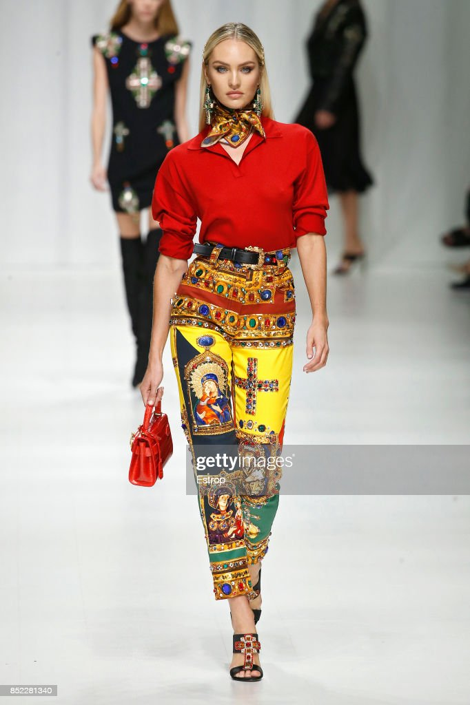 model-walks-the-runway-at-the-versace-show-during-milan-fashion-week-picture-id852281340
