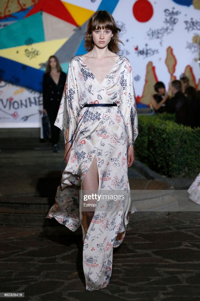 model-walks-the-runway-at-the-vionnet-show-during-milan-fashion-week-picture-id852325416