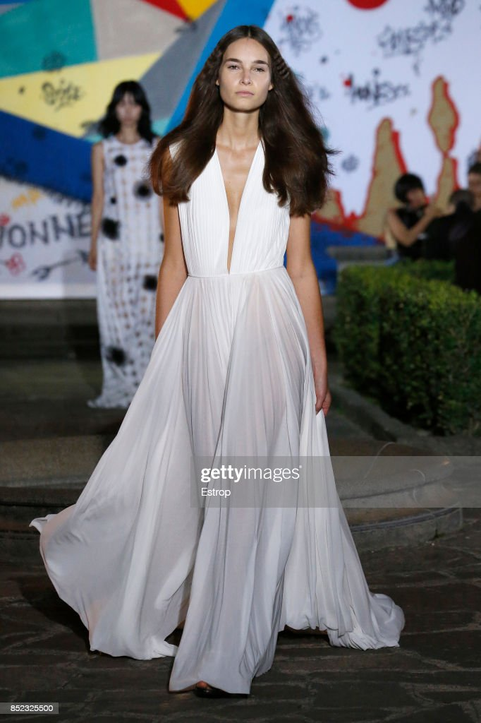 model-walks-the-runway-at-the-vionnet-show-during-milan-fashion-week-picture-id852325500