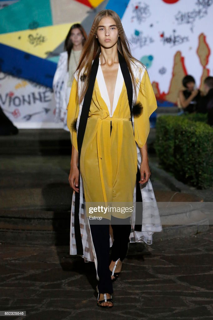 model-walks-the-runway-at-the-vionnet-show-during-milan-fashion-week-picture-id852325546