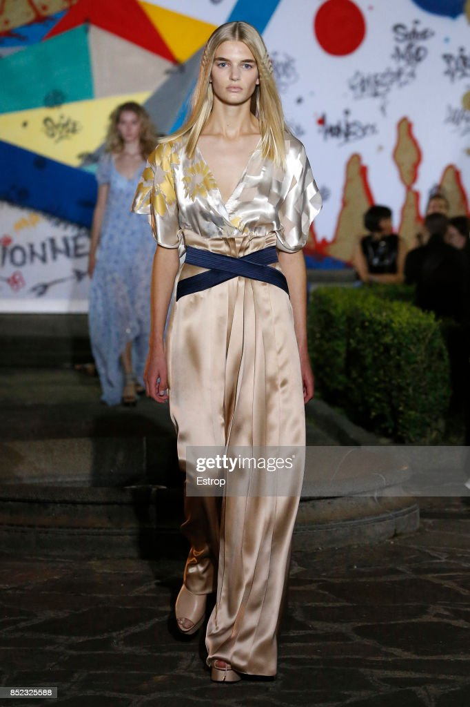 model-walks-the-runway-at-the-vionnet-show-during-milan-fashion-week-picture-id852325588