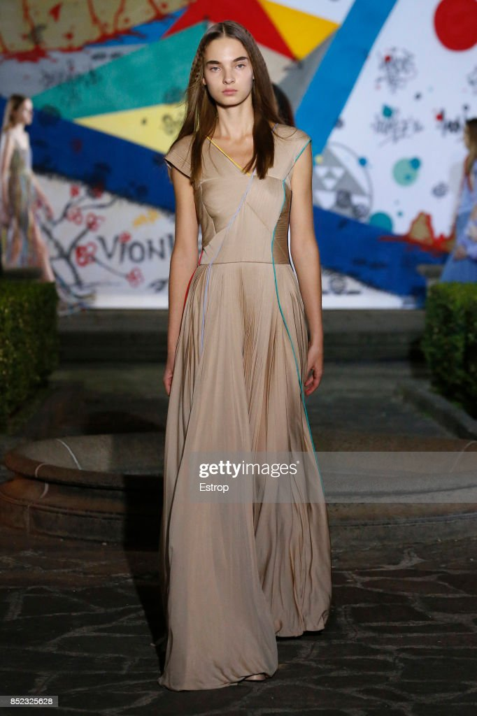model-walks-the-runway-at-the-vionnet-show-during-milan-fashion-week-picture-id852325628