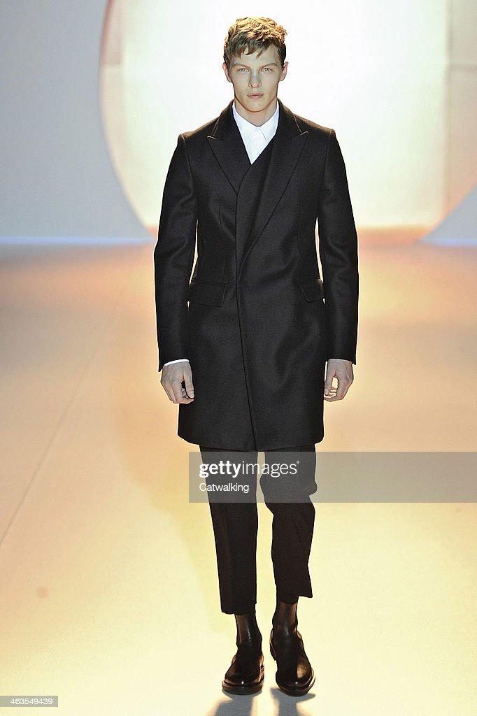 Wooyoungmi - Mens Fall 2014 Runway - Paris Menswear Fashion Week