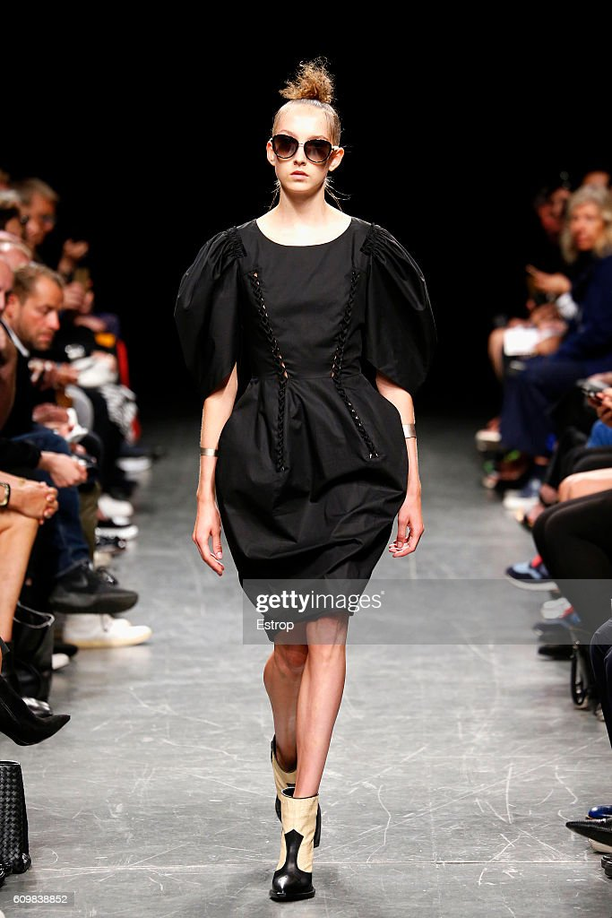 model-walks-the-runway-at-the-wunderkind-designed-by-wolfgang-joop-picture-id609838852