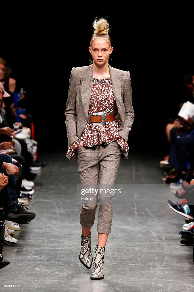 model-walks-the-runway-at-the-wunderkind-designed-by-wolfgang-joop-picture-id609838868