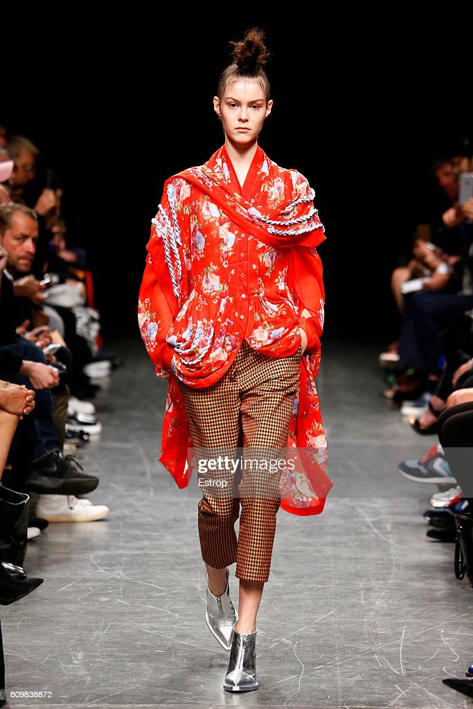 model-walks-the-runway-at-the-wunderkind-designed-by-wolfgang-joop-picture-id609838872