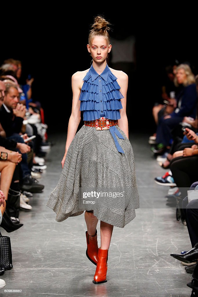 model-walks-the-runway-at-the-wunderkind-designed-by-wolfgang-joop-picture-id609838882