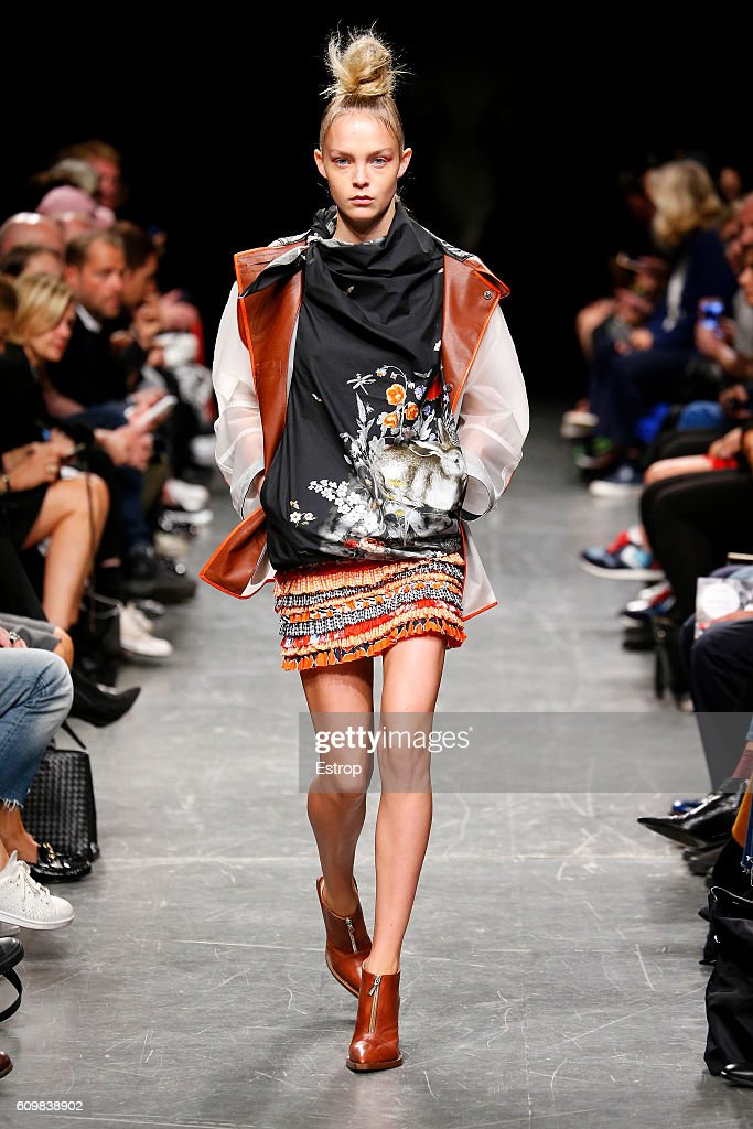 model-walks-the-runway-at-the-wunderkind-designed-by-wolfgang-joop-picture-id609838902