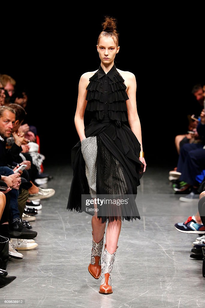 model-walks-the-runway-at-the-wunderkind-designed-by-wolfgang-joop-picture-id609838912
