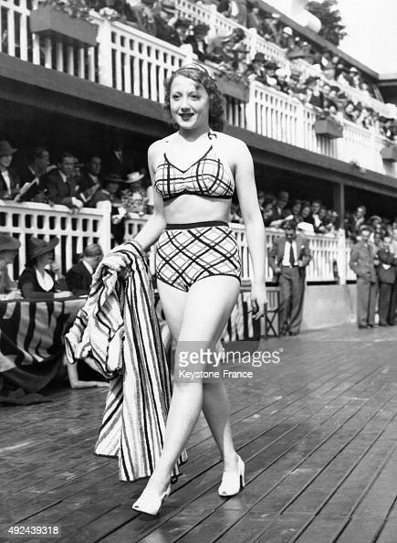 Fashion show at the molitor swimming pool pictures getty for Pool fashion show