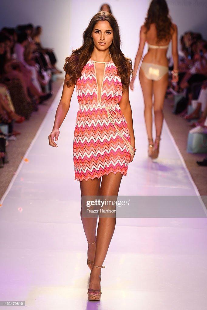 Luli fama runway mercedes benz fashion week swim 2015 for Mercedes benz fashion show