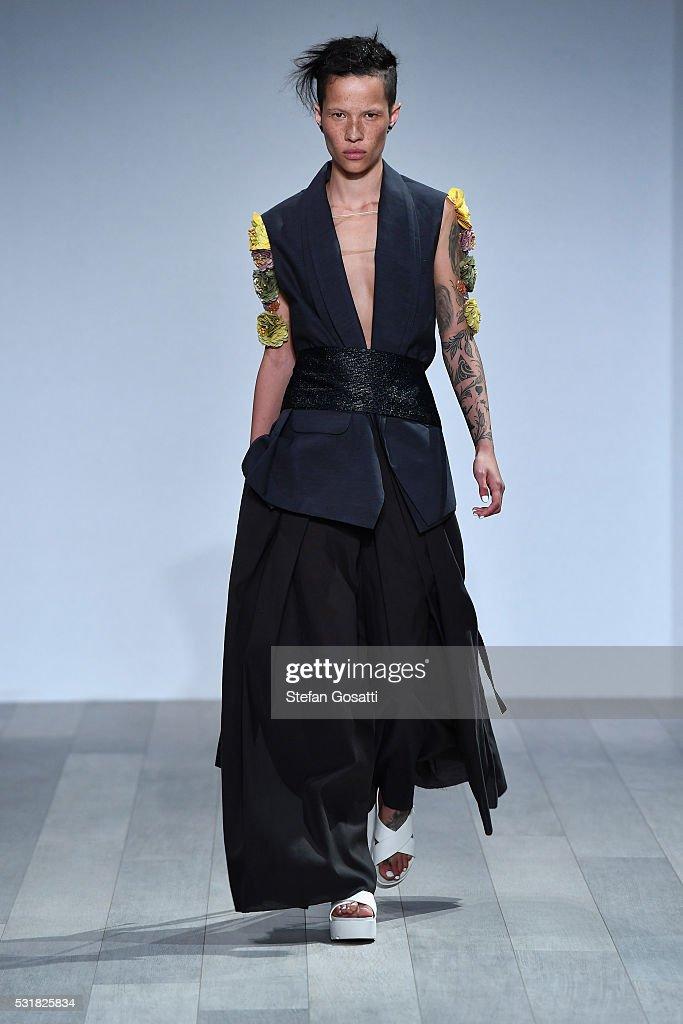 Akira runway mercedes benz fashion week australia 2016 for Mercedes benz fashion show