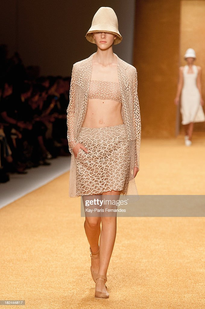 nude models on runway Finally, Completely Nude Models On the Runway | Hint Fashion.