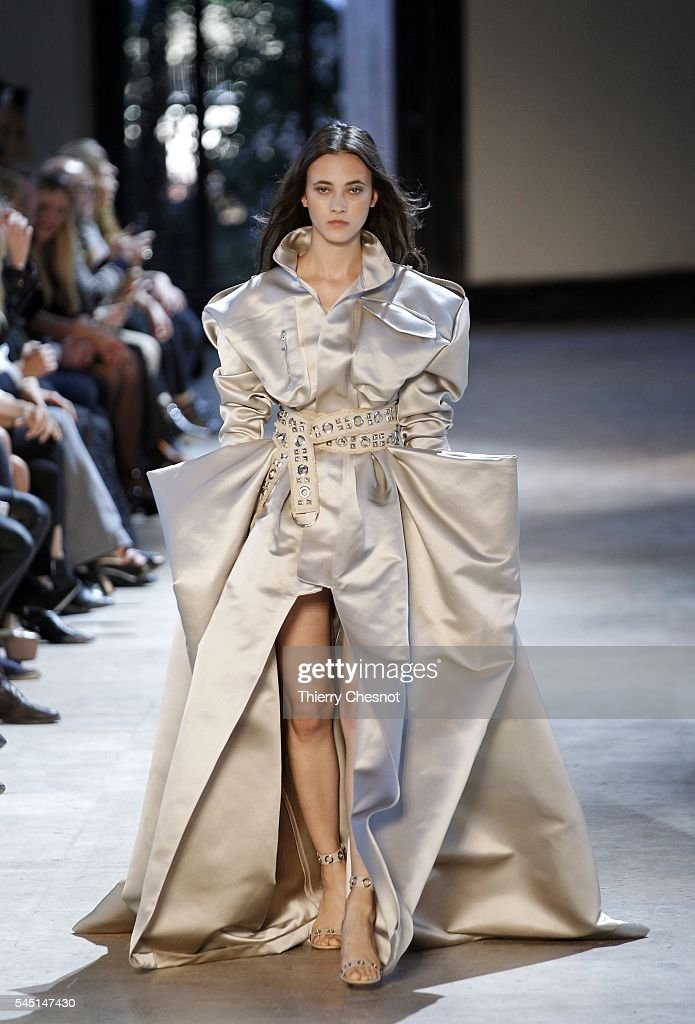 Runway paris fashion week haute couture fall winter for Hot couture fashion