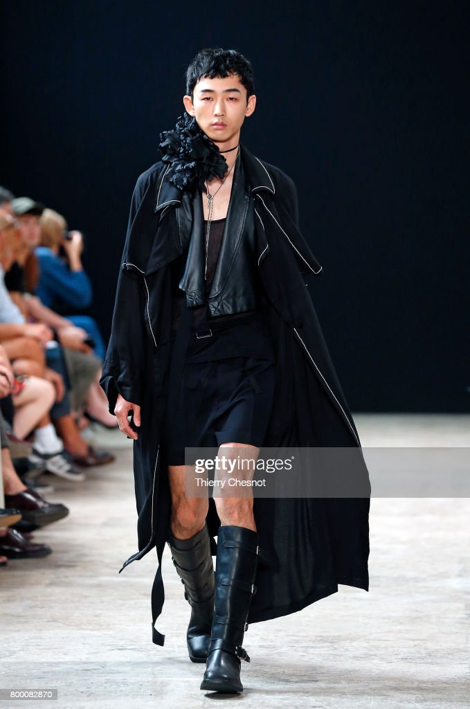 model-walks-the-runway-during-the-ann-demeulemeester-menswear-2018-picture-id800082870