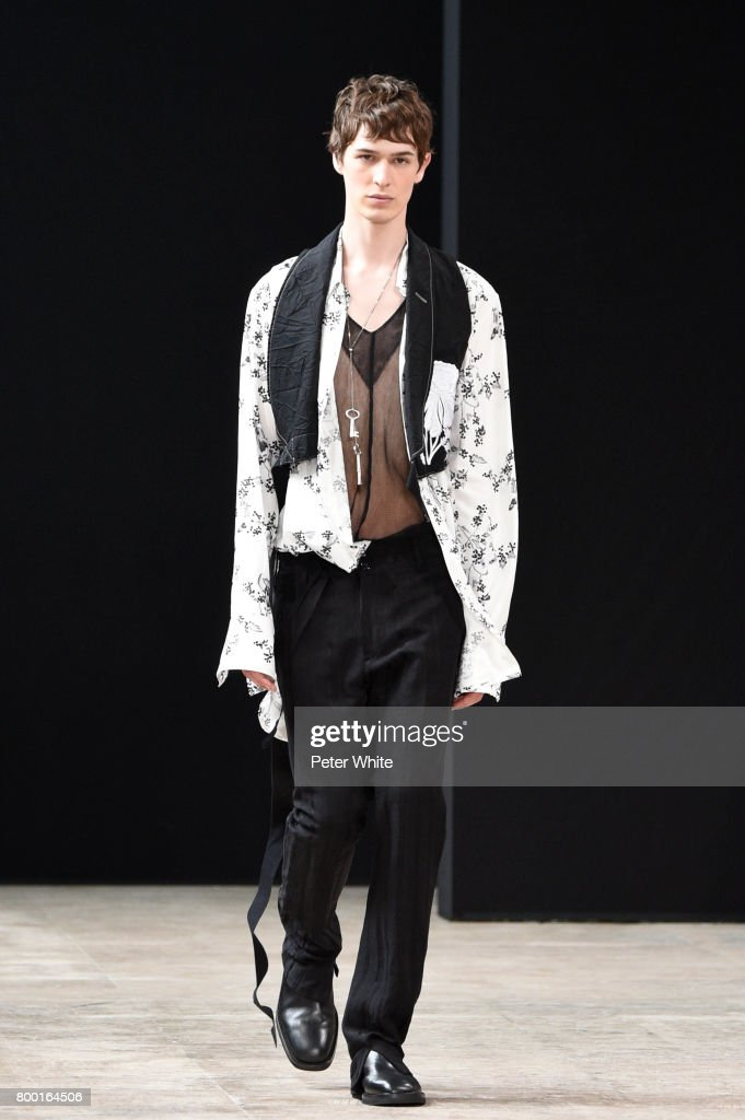 model-walks-the-runway-during-the-ann-demeulemeester-menswear-2018-picture-id800164506