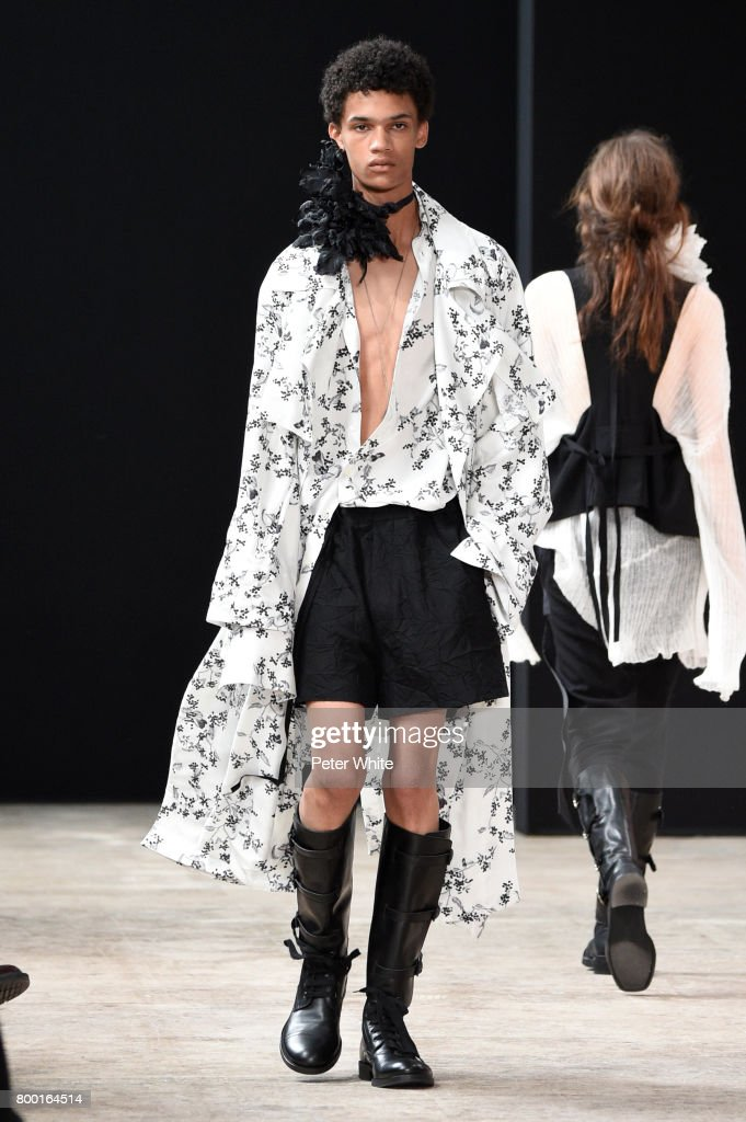 model-walks-the-runway-during-the-ann-demeulemeester-menswear-2018-picture-id800164514