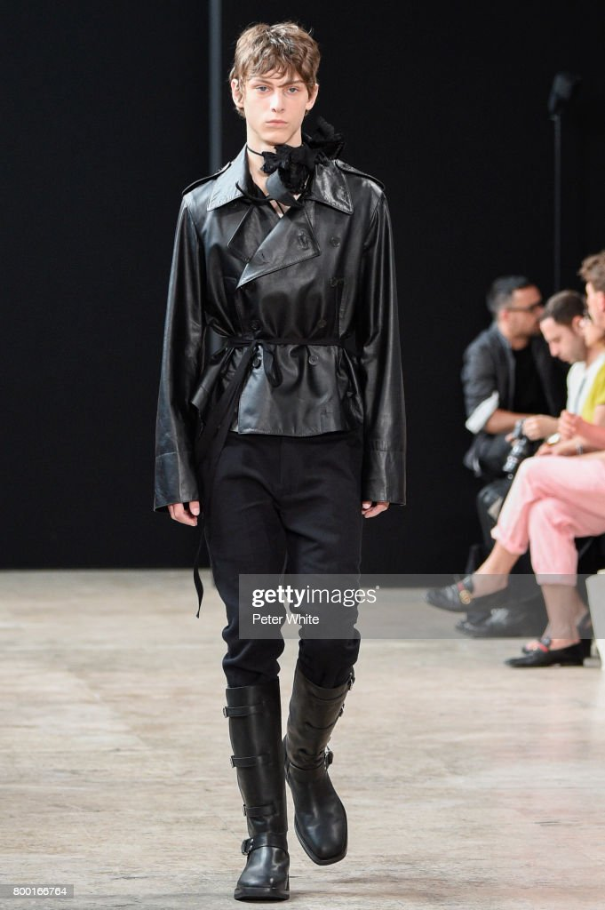 model-walks-the-runway-during-the-ann-demeulemeester-menswear-2018-picture-id800166764