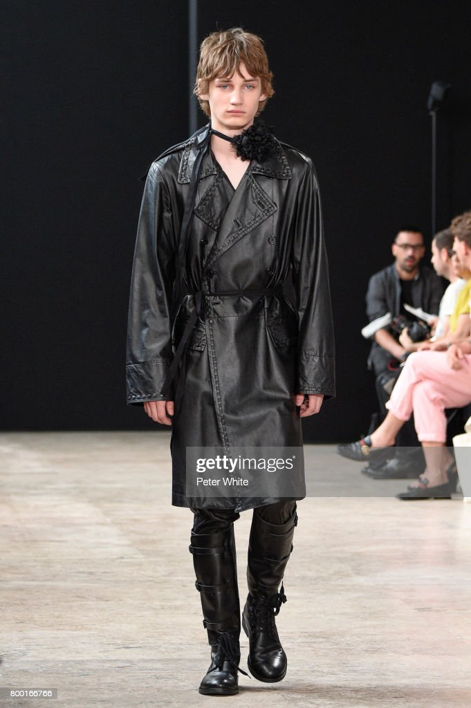 model-walks-the-runway-during-the-ann-demeulemeester-menswear-2018-picture-id800166766