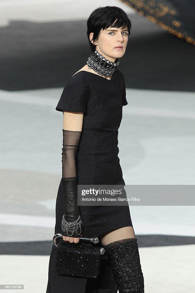 Chanel fashion show fall 2013