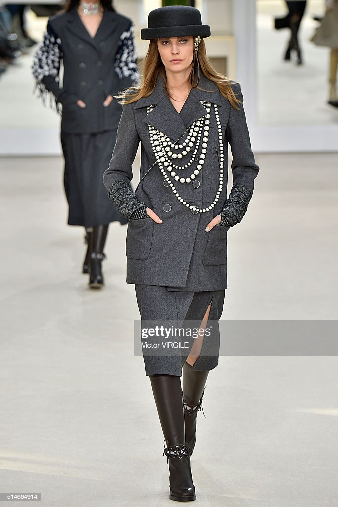 Runway Paris Fashion Week Womenswear Fall Winter 2016