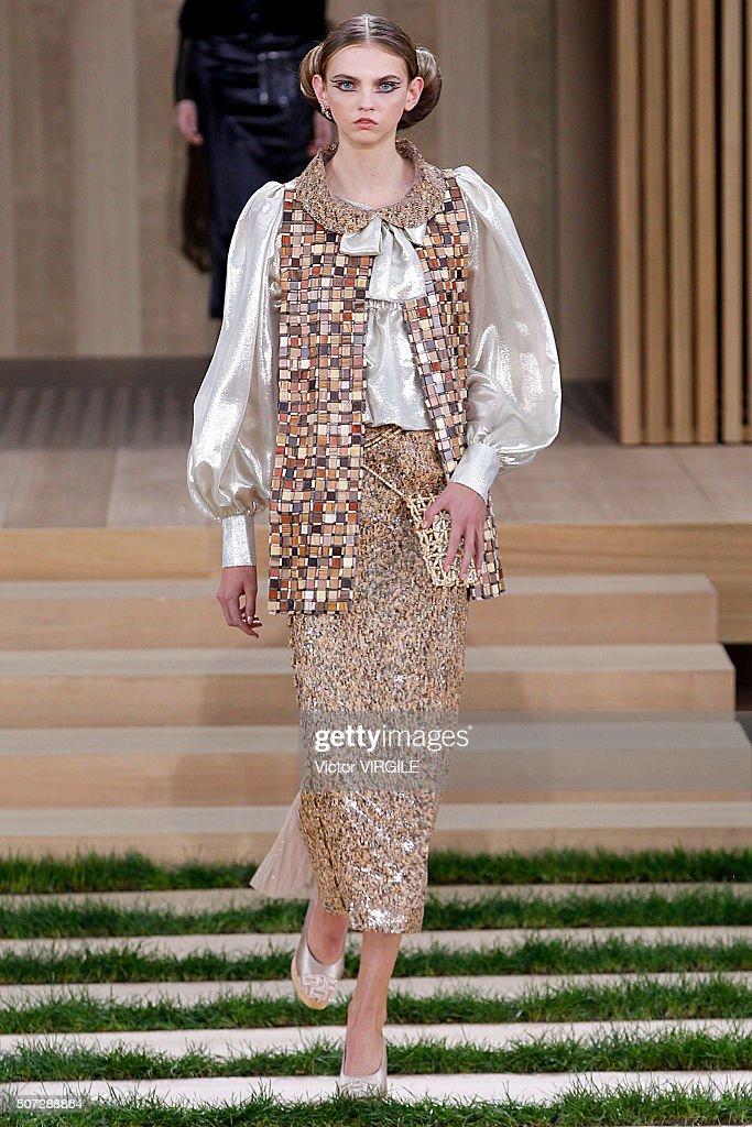 Runway paris fashion week haute couture spring summer for Paris haute couture 2016