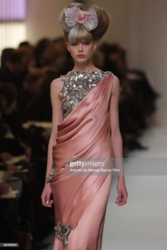 Paris fashion week haute couture s s 2010 chanel getty for Haute couture show